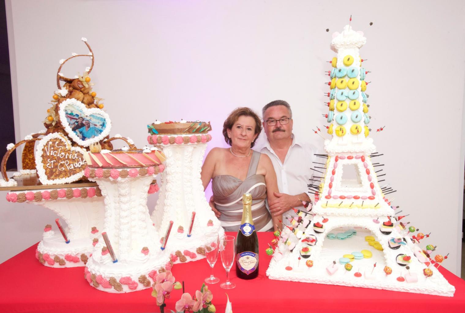 des nouveaux mariés heureux !