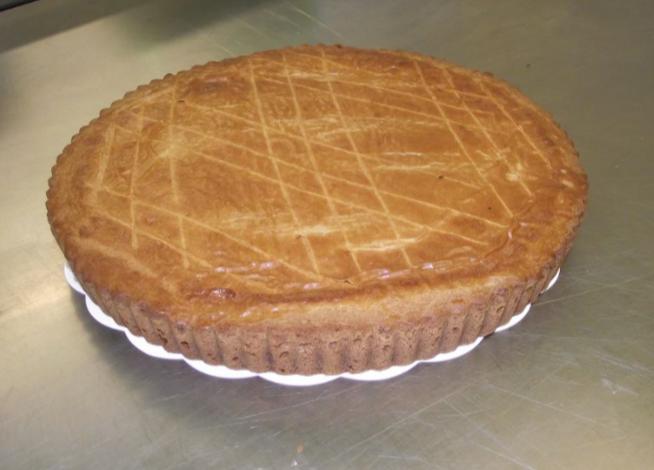 gâteau basque à la cerise noire 10-12 parts