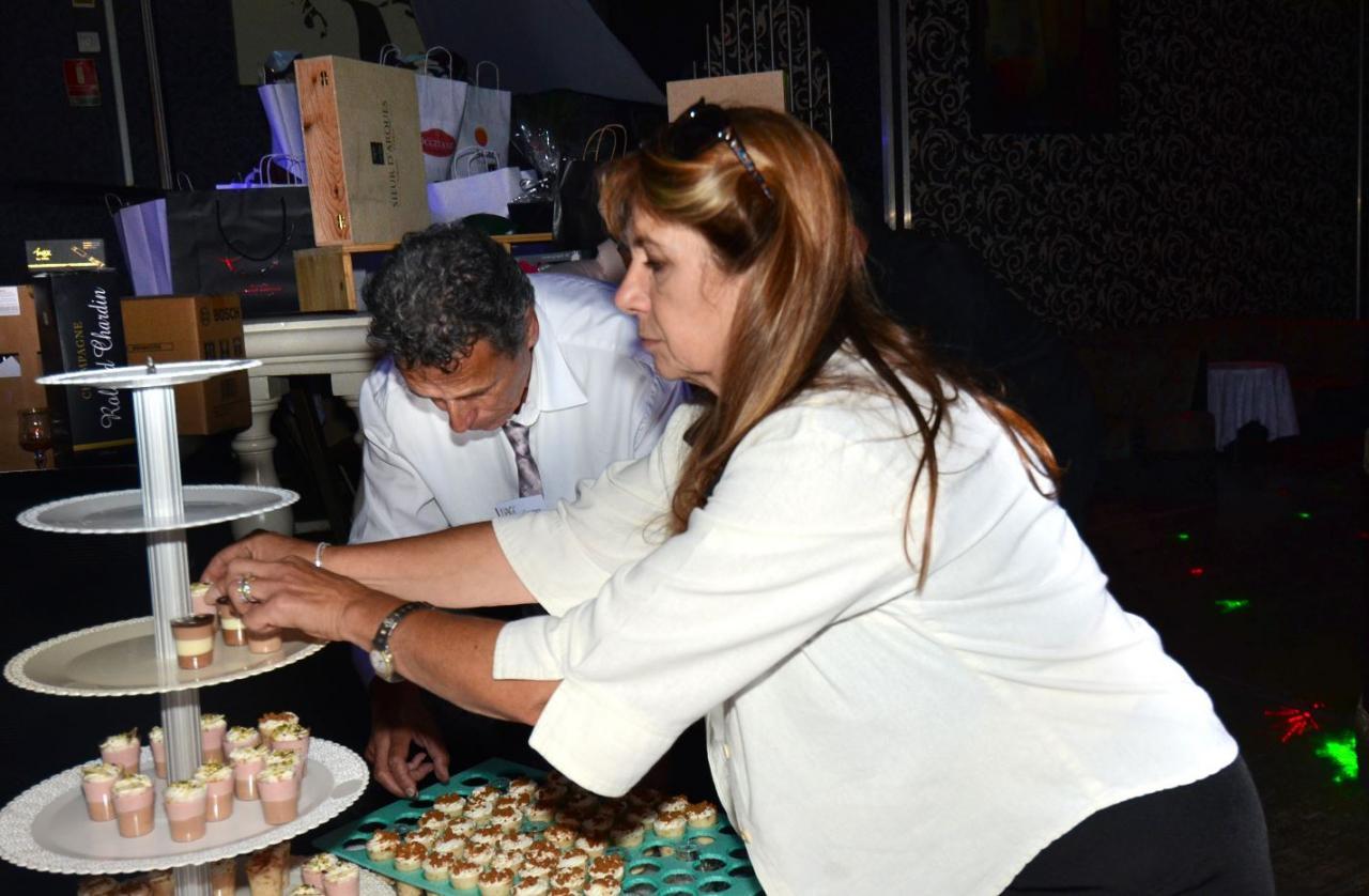 Nos directeurs en pleine mise en place de nos pâtisseries