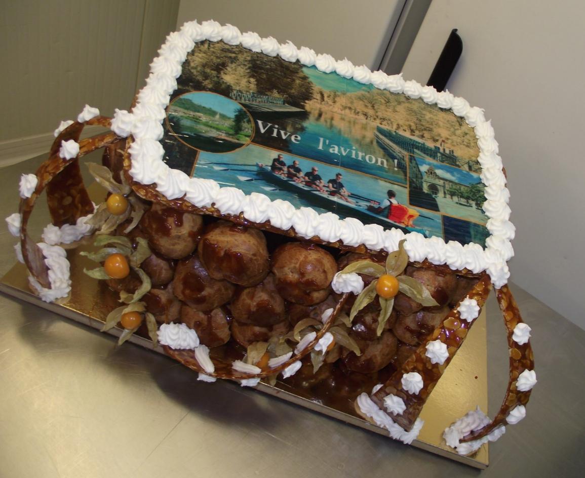 pièce montée choux et nougatine avec photo sur l'aviron à Moissac