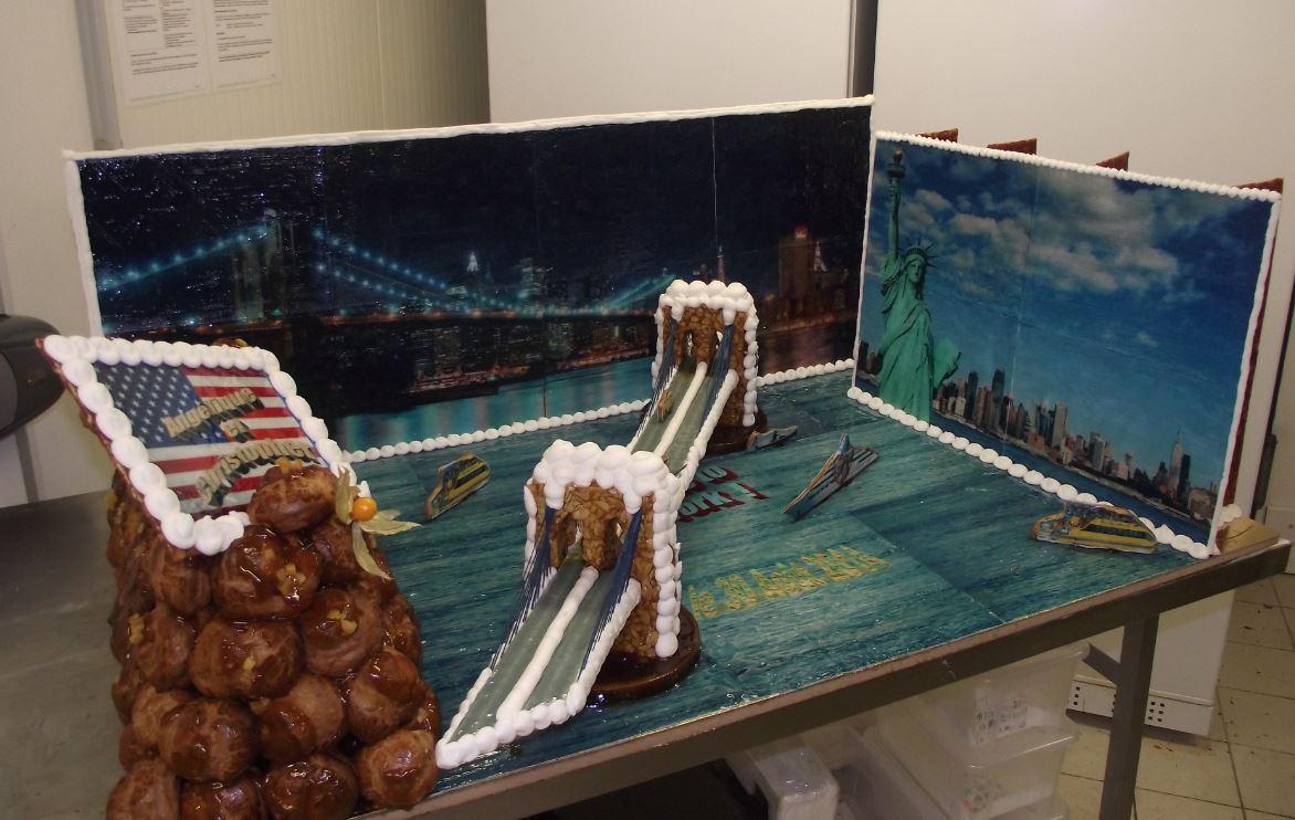 pièce montée choux thème pont de Brooklyn ( 1.20m x 0.80 m )