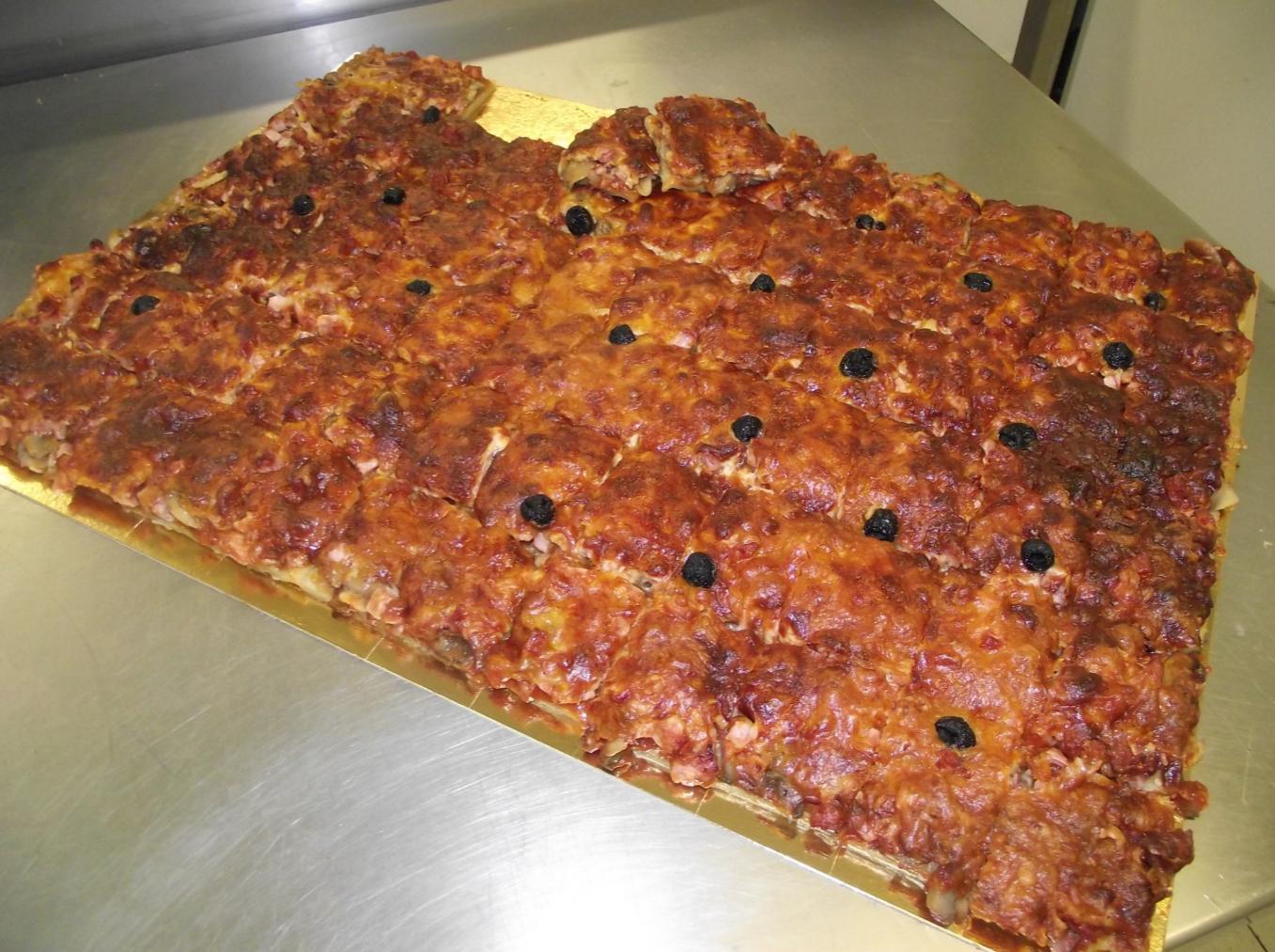 plaque de pizza jambon-champignon..