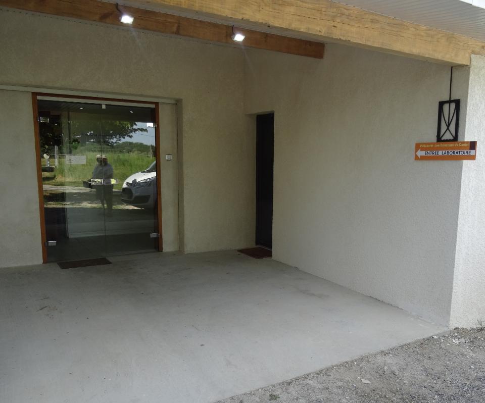 porte d'entrée et bureau