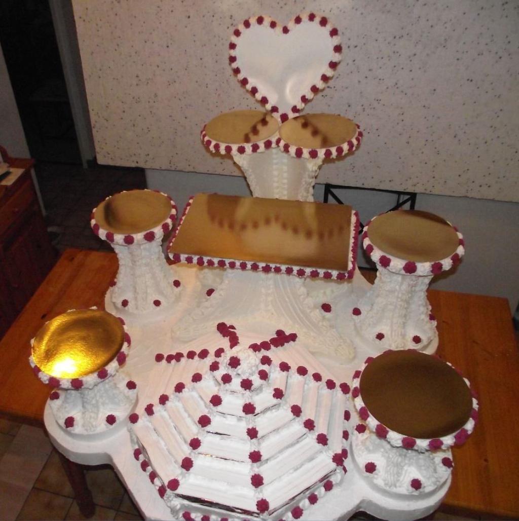 support 6 cercles, 2 plaques et une pyramide pour macarons