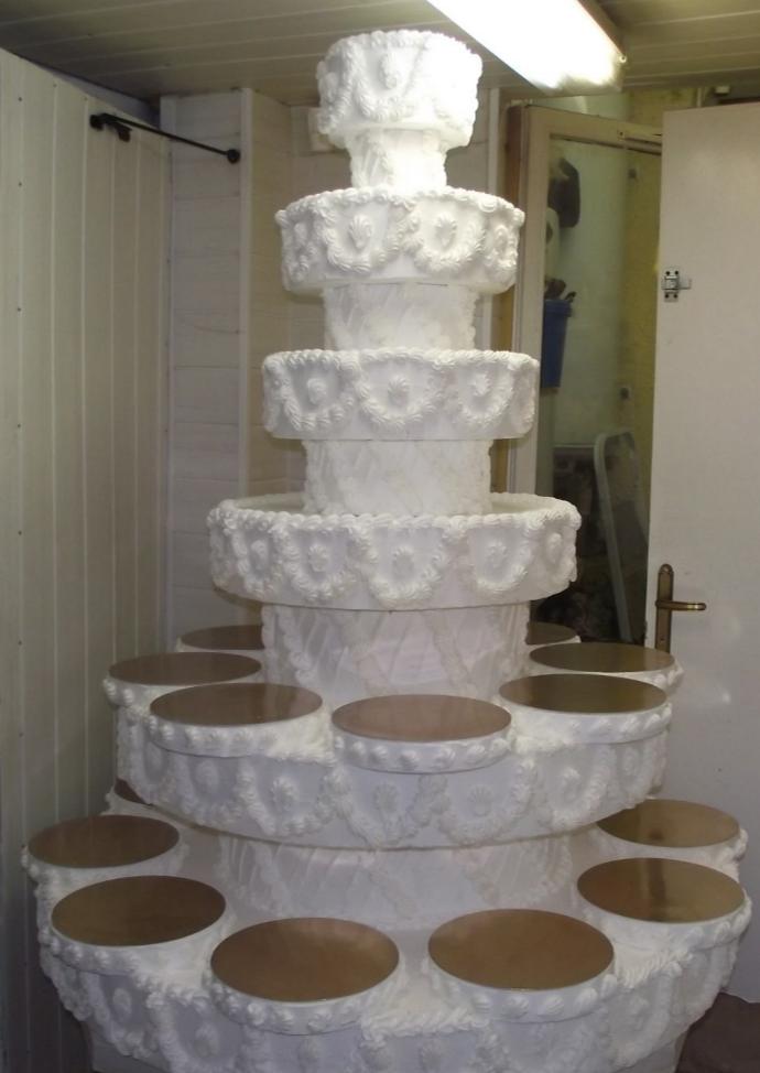 support sur mesure 18 gâteaux + étages choux, macarons et autres