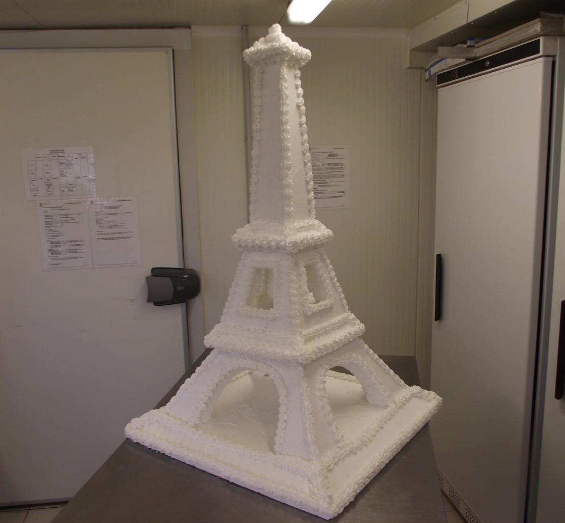 support tour Eiffel pour macarons