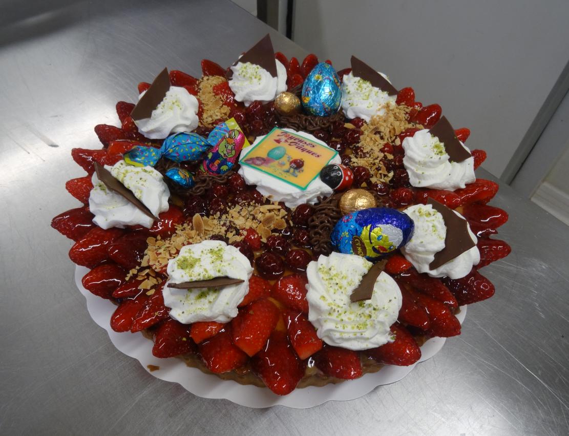 tarte aux fraises 10-12 parts déco Pâques