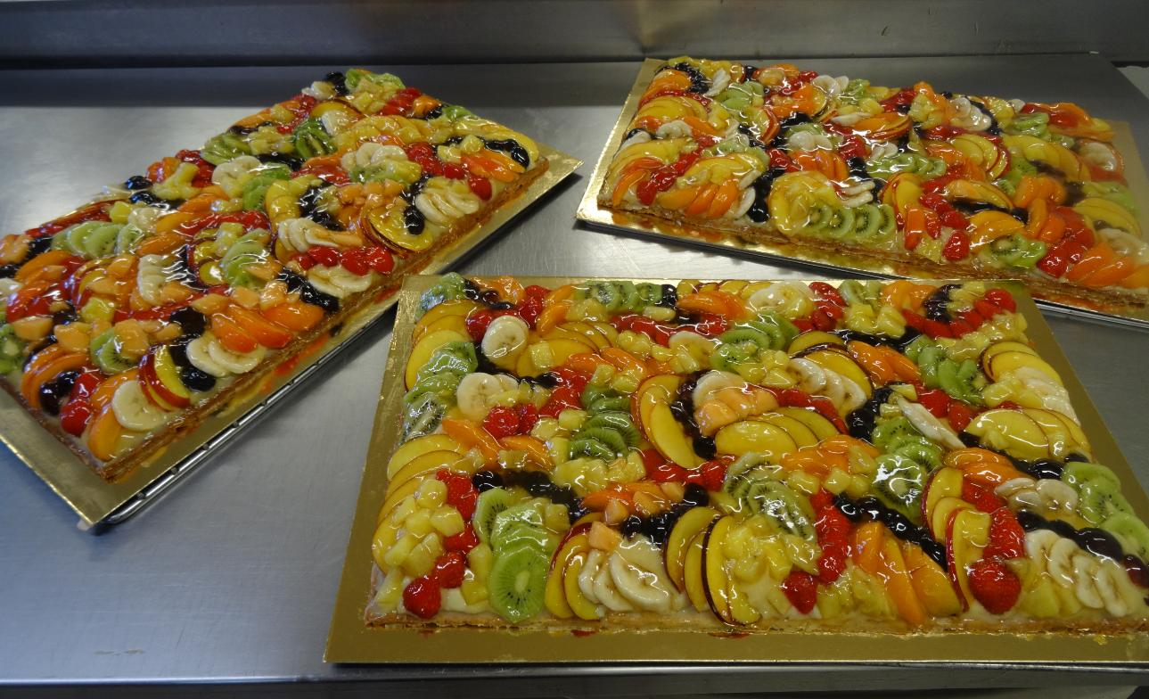 trois tartes aux fruits frais 20-24 parts