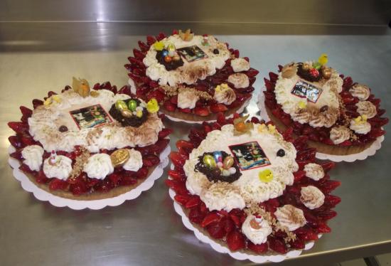 une farandole de tartes aux fraises 10-12 parts + déco Pâques
